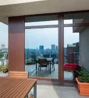 Дерево-алюминиевые окна для квартиры